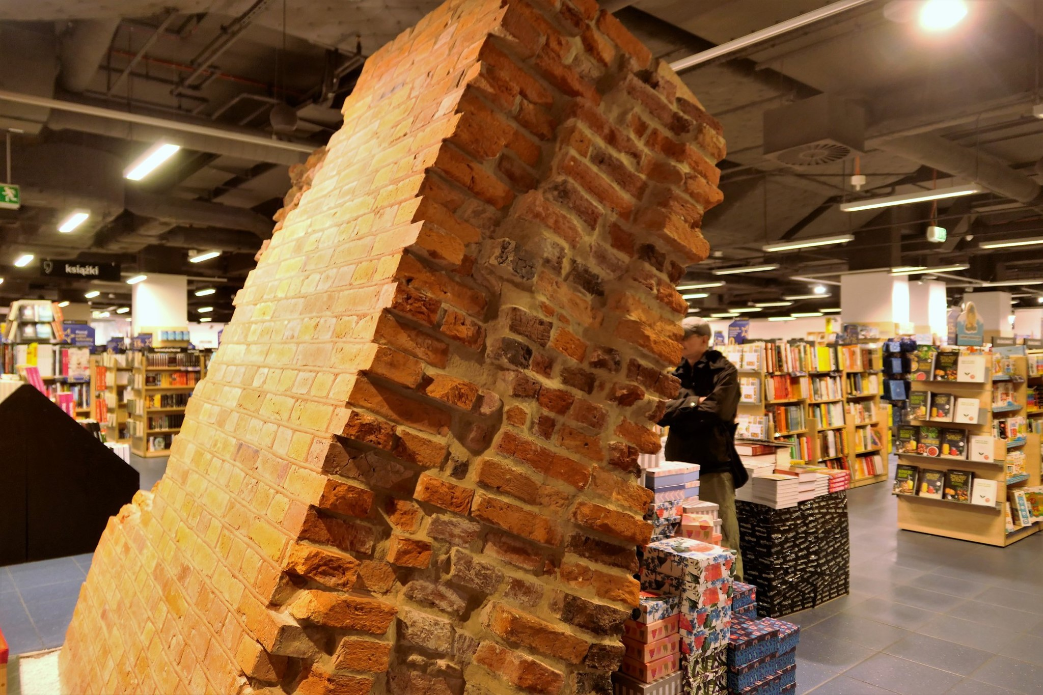 Mauer in der Galerie Kaskada